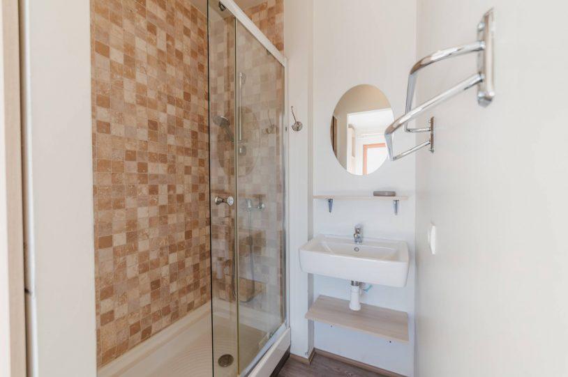salle de bain studio aux orres