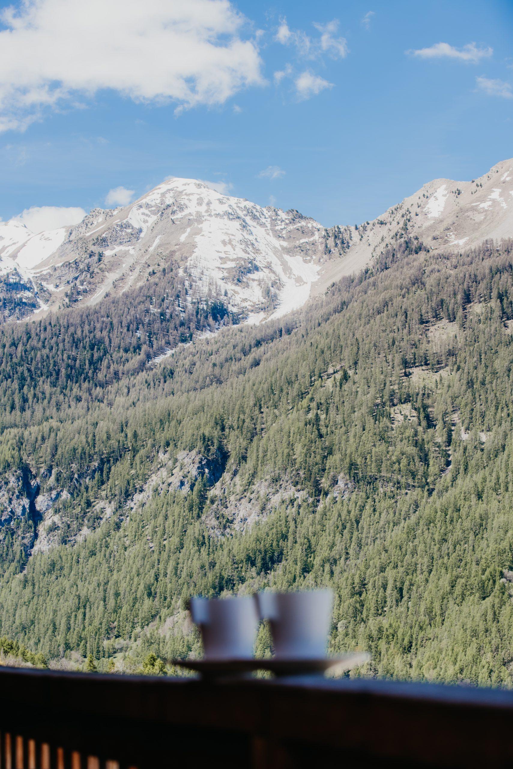 Votre petit déjeuner avec vue montagnes aux Orres