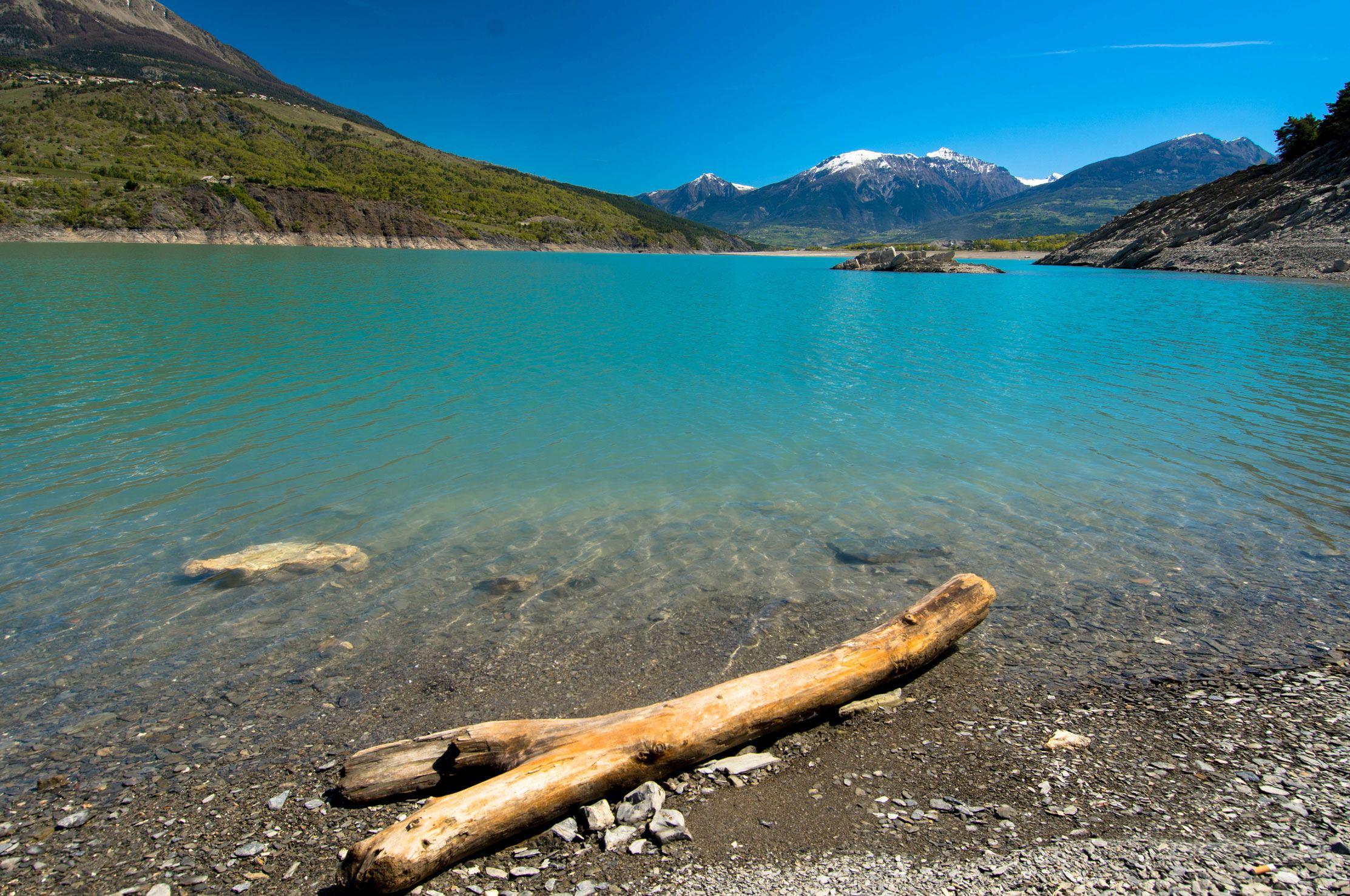 lac de serre poncon hautes alpes